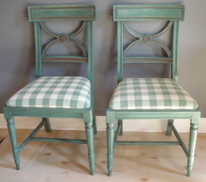 Carl Larsson chairs. @Cynthia Hansen, do you see???  (They're at an antique store north of Chicago!)