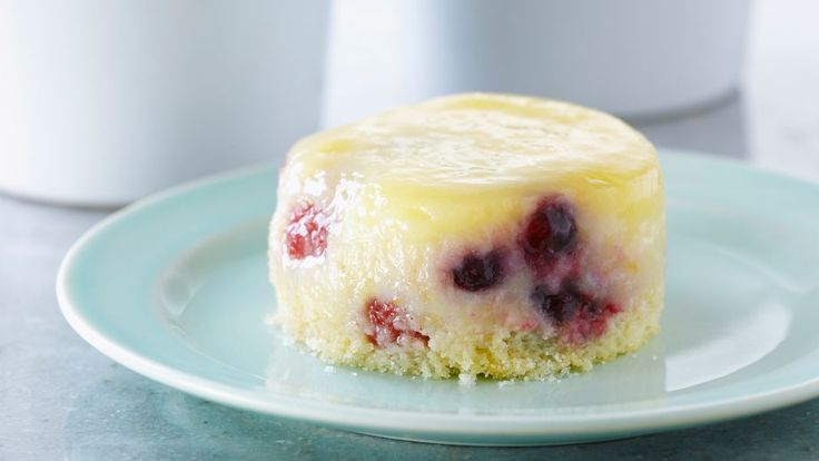 Pasteles de limón y bayas (Lemon berry saucing cakes) - Anna Olson - Receta - Canal Cocina
