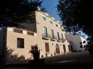 Centennial House (22 personen) met een zwembad, tennisbaan en prive-tuinen