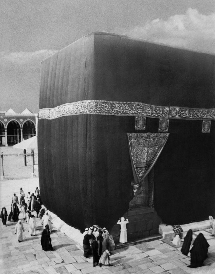 A very old and rare pic of al ka'aba.