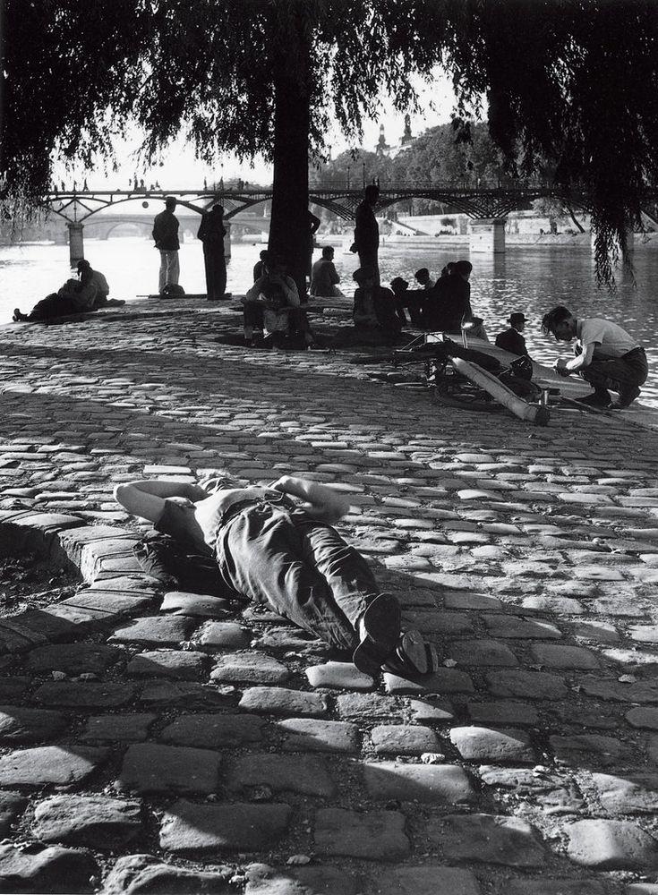 Idling on the Vert-Galant, the tip of the Île de la Cité, looking out to Pont des Arts, 1948. Izis Bidermanas