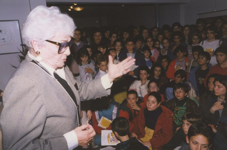 2/3/1995: Η Ζωρζ Σαρή και οι μικροί φίλοι του ΙΑΝΟΥ