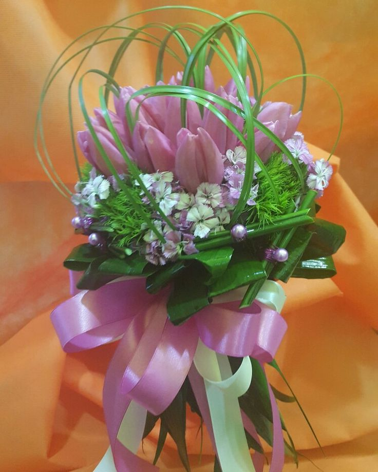 Bouquet da sposa con Tulipani fucsia , Dianthus Barbatus e Dianthus verde