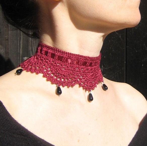 tour de cou collier dentelle rouge bordeaux crochet pendentifs Onyx pierre gemmes semi-précieuses gothique victorien ras : Collier par lilithcreation-boutique
