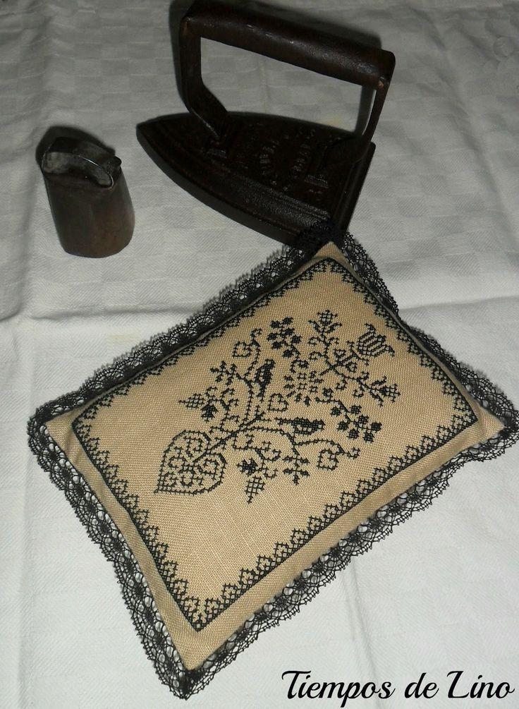 Diseño de Amitie Alsacienne bordado en lino
