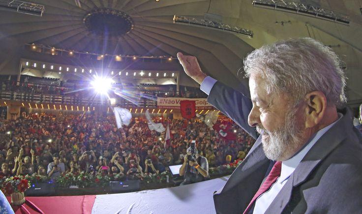 """""""A força-tarefa da Lava Jato se embrenhou numa armadilha. Dependendo da opção dos seus agentes, poderá abrir um capítulo de grave conflitividade social no país, e não conseguirá ficar livre da responsabilidade pela espiral de conflito e violência"""", avalia o colunista Jeferson Miola; """"A violência fascista contra o Lula, se concretizada pela força-tarefa da Lava Jato com a cumplicidade das instâncias do Judiciário e o acobertamento da mídia dominante, mudará o padrão da luta política e do…"""