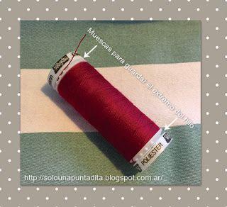 La mayoría de los hilos de coser cuentan con una o dos muescas que permiten guardar el extremo del hilo para que no se enrede en nuestro costurero.