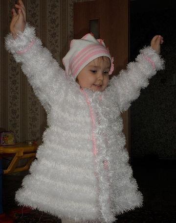 Вязаное просто красиво детское пальто