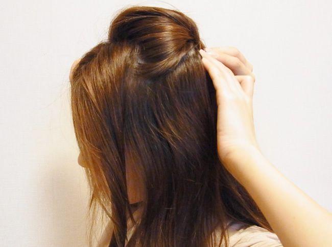 トップの髪をポンパドール風に留める