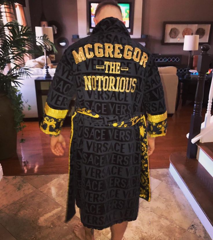 1.1 млн отметок «Нравится», 5,198 комментариев — Conor McGregor Official (@thenotoriousmma) в Instagram: «Thank you @donatella_versace for this amazing gift this morning »