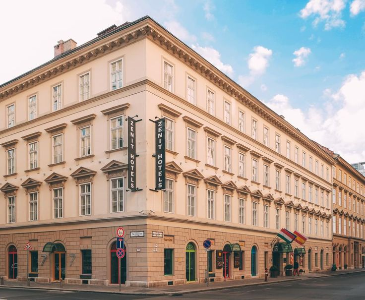 Hotel Zenit Budapest Palace is the perfect place to stay whether you are travelling alone, with family or friends.
