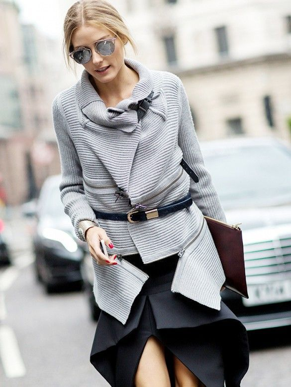 De temperaturen gaan aan het einde van de week weer dalen. Die té warme oversized trui kan dus weer uit de kast... Maar hoe draag je zo'n trui fashionable? 6 manieren op een rijtje op www.thenewgirlint... #oversizedsweater #sweaterweather #sweater #oversized #style #styling #fashion #outfit #total #OliviaPalermo #Palermo #streetstyle