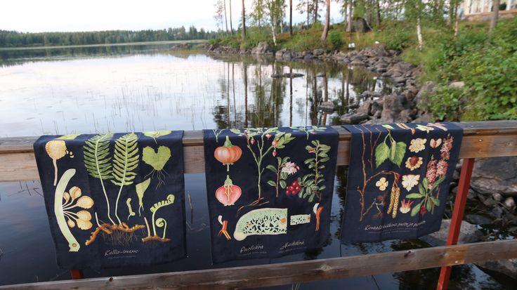 Kaunis keittiöpyyhe tuo iloa keittiöön ja se kannattaa pitää esillä. www.taitoshop.fi#habitare2016 #design #sisustus #messut #helsinki #messukeskus