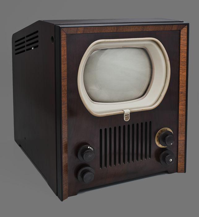 Philips televisietoestel, zwart-wit televisie type TX400U (1961). CC-BY Historisch Museum Rotterdam