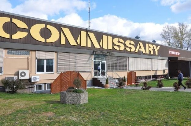 """What is a """"grocery store""""?   25 Signs You Grew Up As A MilitaryBrat this is wiesbaden's commissary <3"""