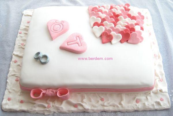Kalp Temalı Nişan Pastası
