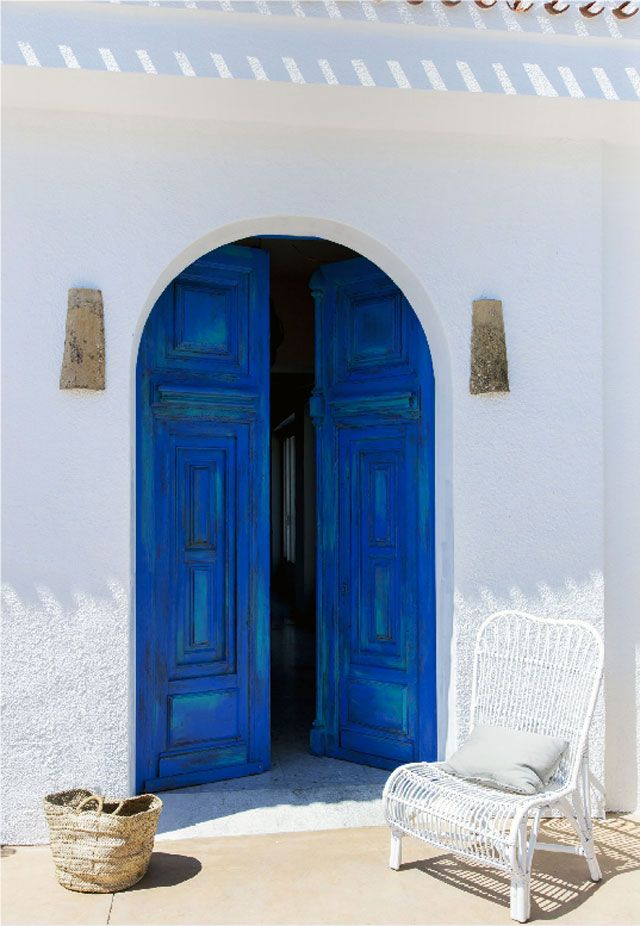 BLUE DOOR   The doorway to Cala Bandida restaurant in Jávea, Spain, by Lilia Koutsoukou for Singulares Magazine
