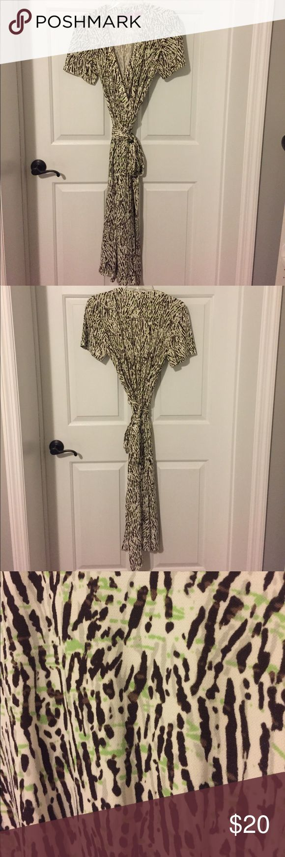 Dana Buchman M wrap dress white brown animal print Dana Buchman M true wrap dress, white with brown, beige and a bit of lime green animal-inspired print. Short sleeves and below-knee length. Great condition. High-quality knit made of 96% polyester, 4% spandex. Dana Buchman Dresses Midi
