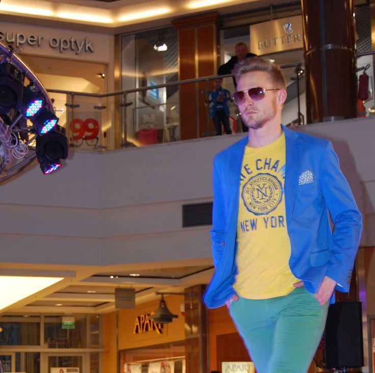 T-shirt od Joggy, State Champs, w pięknym żółtym kolorze. Idealny na wiosnę!   http://piechocki.com.pl/produkty/kategorie/t-shirts/t-shirt-joggy-state-champs-zolty.html