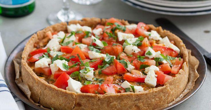 Festlig paj med klassiska italienska smaker som mozzarella, parmesan, tomat och basilika.För fler inspirerande recept från Zeta, klicka här!