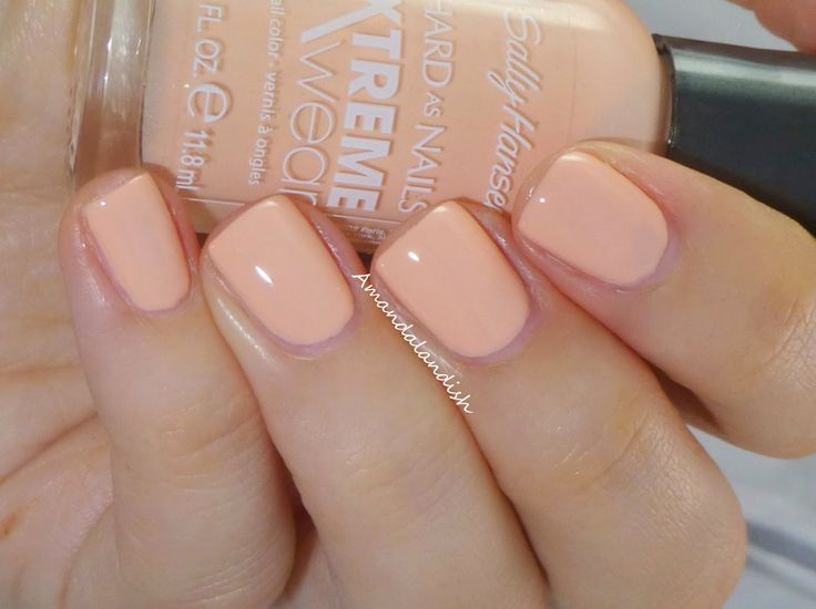 sally hansen xtreme wear- Floaties, A really dusty peach will go great with any outfit! Lovve this color!