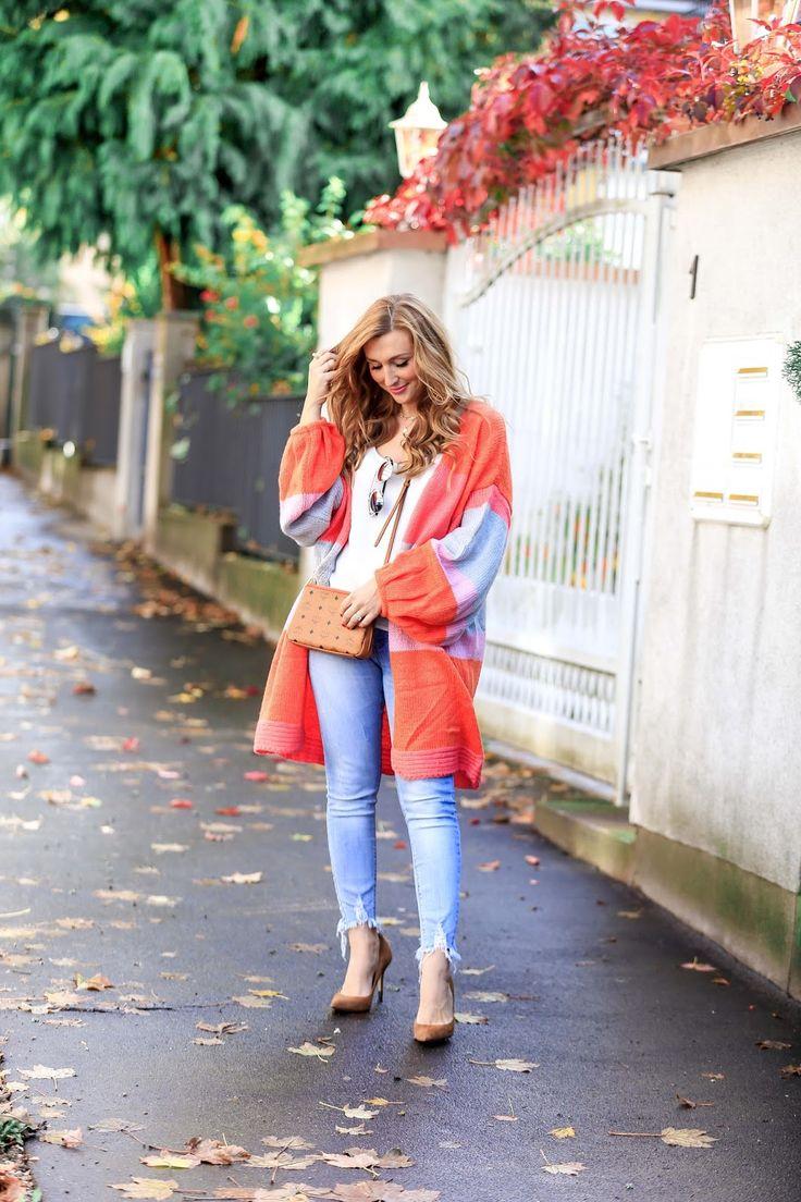 Mein perfekter Herbstlook mit einem bunten Cardigan // Cardigan: PrettyLittleThing // Braune High Heels: Guess // Braune Umhängetasche: MCM // verspiegelte Sonnenbrille: Dior // Helle Jeans: MyColloseum // Weißes Trägertop : Asos // Mehr Outfits findet ihr auf meinem Blog
