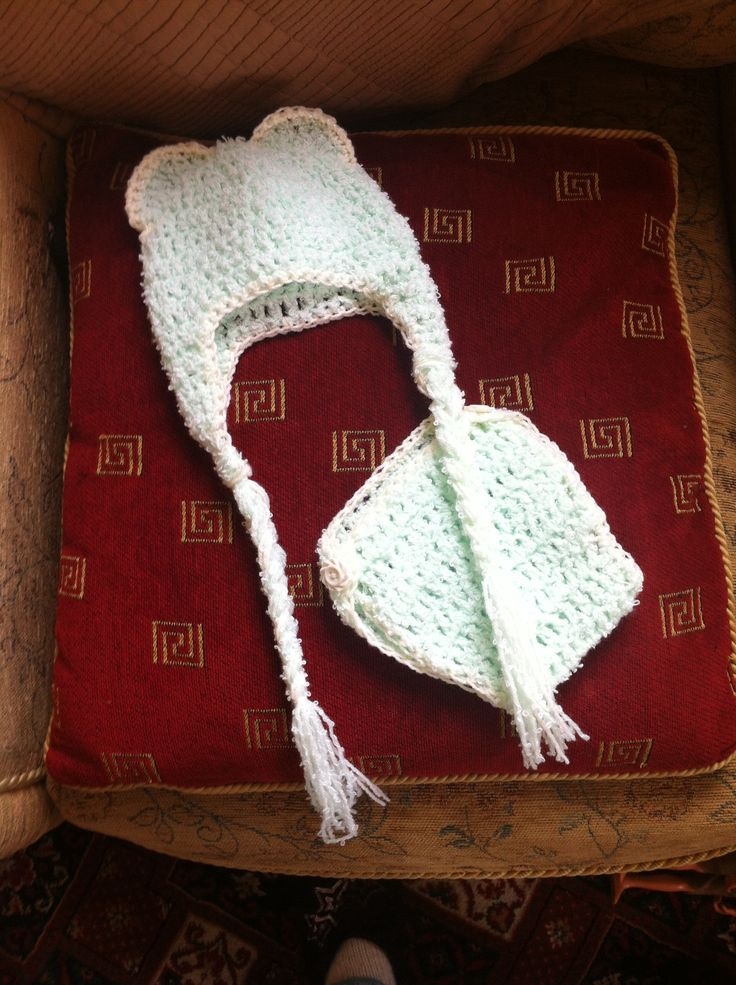 Crochet newborn hat and nappy cover :)
