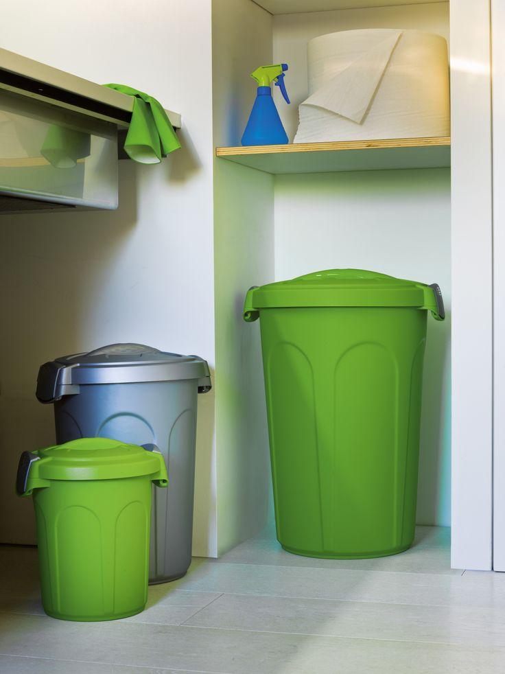 Bidoni SPEEDY, JERRY E TOM, con capacità rispettivamente di 8, 23 e 46 litri. i colori disponibili sono 3: silver, verde e azzurro. Le due clips in colore silver garantiscono una chiusura sicura e senza la possibilità di aperture accidentali.