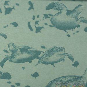 Stof: Lichte sweaterstof Samenstelling: 100% Katoen Breedte: 150 cm Kleur: Blauw Afmeting afbeelding: 20 op 20 cm   Geschikt voor sweaters en truien...