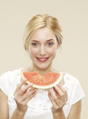 What Are Benefits of Eating Watermelon to Lose Belly Fat?