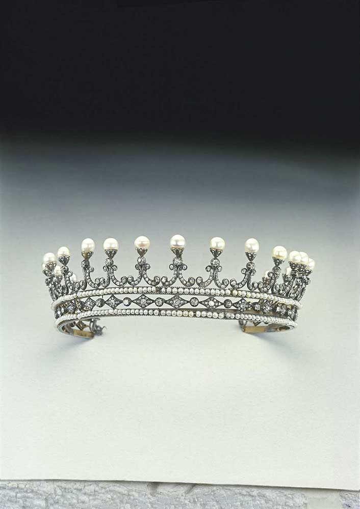 Diadema de oro blanco con diamantes y perlas