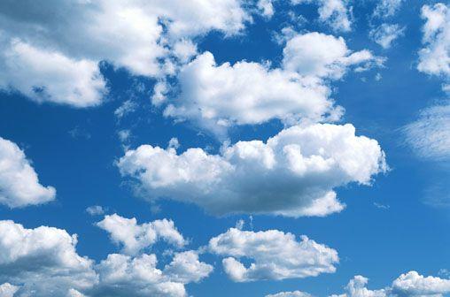 Look at the sky...  recuerdo cuando una simple nube podía convertirse en cualquier cosa si la mirábamos al mismo tiempo...