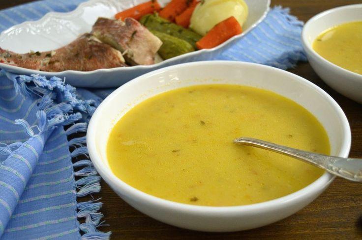 Κλασική, ζεστή πλούσια σε γεύσεις η ψαρόσουπα είναι το φαγητό του χειμώνα. Ξεχωριστή και λεμονάτη με το αφράτο αυγολέμονο να την λούζει. Μικροσκοπικά κομματάκια από όλα τα λαχανικά, παρέα με το ρύζι την απαρτίζουν. Μοναδική σούπα με κυρίαρχο το ψάρι να την πλαισιώνει.   ΜΕΡΙΔΕΣ: 4 ΑΤΟΜΑ ΧΡΟΝΟΣ