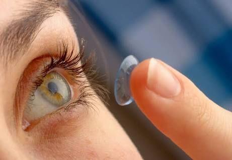 Jangan Tidur Dengan Lensa Kontak