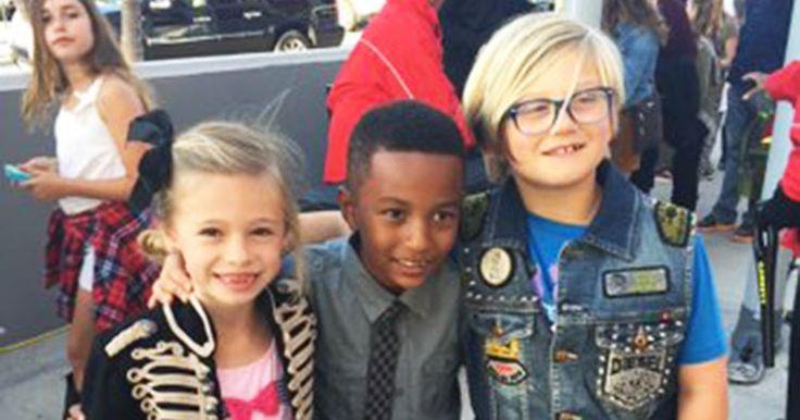 Gwen Stefani's son Zuma was Blake Shelton's cutest fan at the Kids' Choice Awards 2016 — see how he channeled Blake's style!