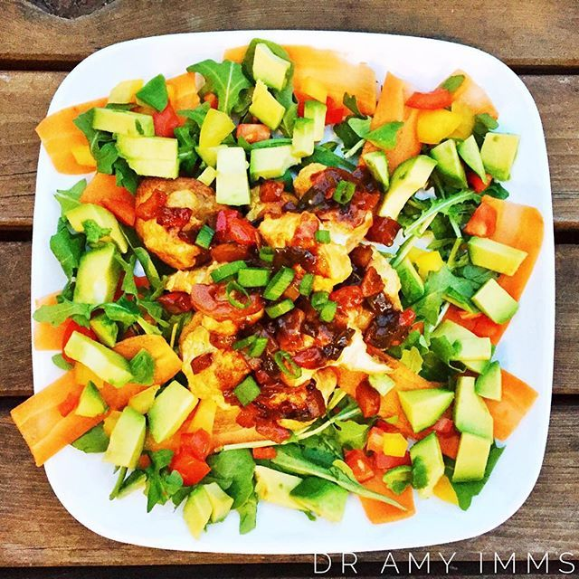 Day 19 - dinner - spicy crispy Kung Pao cauliflower with avocado rocket salad #30dayfoodchallenge #plantbased #wholefoods #plantbasedwholefoods #vegan #healthydinner #cauliflower #kungpaocauliflower