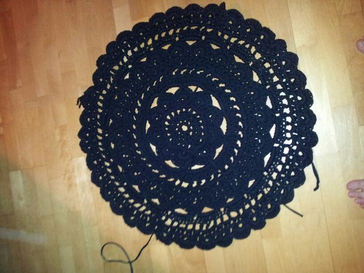 Hæklet tæppe  (crocheted rug)