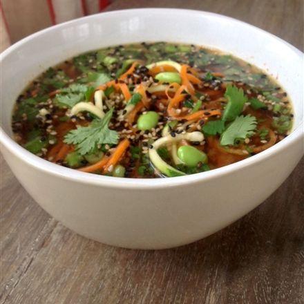 Recettes santé | Nutrisimple | Soupe-repas miso, edamame et nouilles de légumes de notre nutritionniste Linda Montpetit