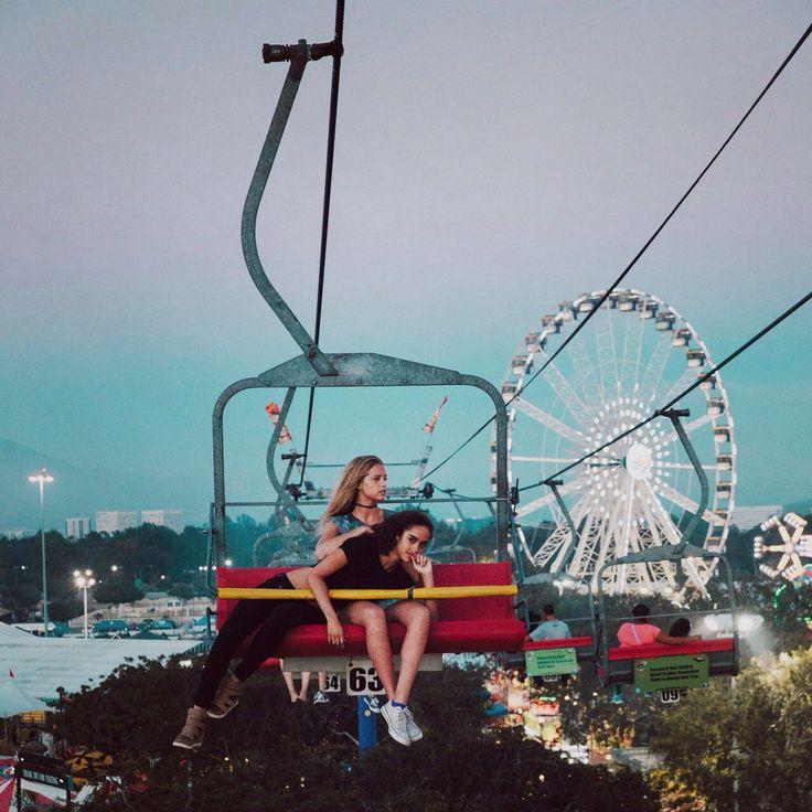 Модель, подруги, девушки, аттракционы , развлечение, колесо, путешествие, отдых, фотография, смотри