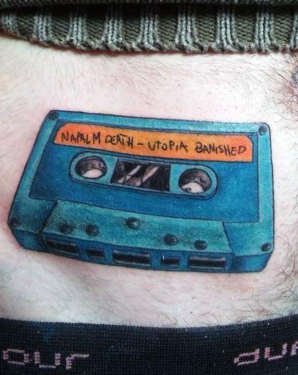 #cassettetattoo #colourtattoo #emilianoemetattoo #musictattoo  los esperamos en timetattoo olavarria 2831