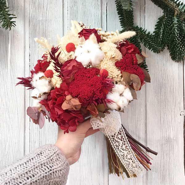 ramo-de-novia-en-tonos-rojos-y-blancos-realizado-con-flor-seca-y-preservada