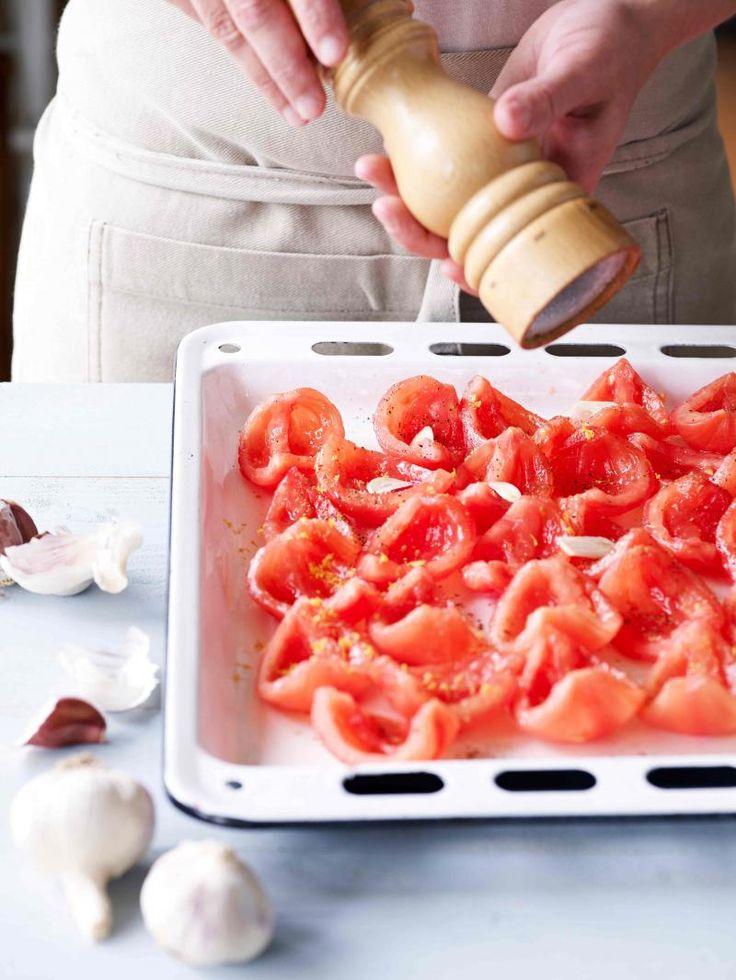Wil je nog lang nagenieten van tomaten? Laat ze drogen in de oven en bewaar ze…