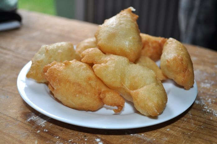 Southern Italians would know this festive snack well. These small deep fried balls of dough are generally cooked and eaten at Easter and Christmas.