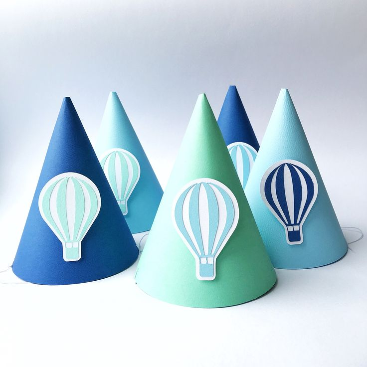 Бумажные колпаки на День рождения мальчика в мятно-голубой цвете Тематический декор: воздушный шарик