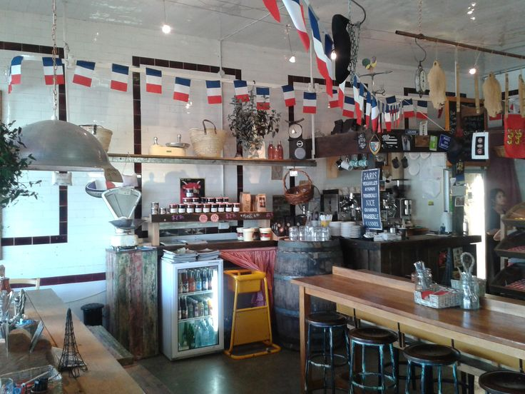 The new look Chateaubriant: with authentic French bread, and cheeses, invigorating coffee and tasty French treats served by charming staff.   Purveyor of 'Specialités Francaises' - it's a little slice of France on the North Shore.