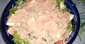 """Εξαιρετική συνταγή για Σαλάτα του σεφ η αυθεντική. Η αυθεντική σαλάτα του σεφ, έτσι όπως έχουμε συνηθίσει να την τρώμε στα περισσότερα εστιατόρια. Λίγα μυστικά ακόμα Μπορούμε να στολίσουμε την κορυφή της σαλάτας μας με ελιές ή ό,τι άλλο υλικό θέλει ο καθένας σας.Τα μαρούλια και γενικώς τα λαχανικά να μην """"κρατάνε"""" νερό γιατί το αποτέλεσμα θα βγει πανιασμένο.Είναι εγγυημένη η γεύση της και με βγάζει πάντα ασπροπρόσωπη!"""