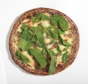 Bergama pizza, tulum peyniri, ceviz, susam ve roka ile...