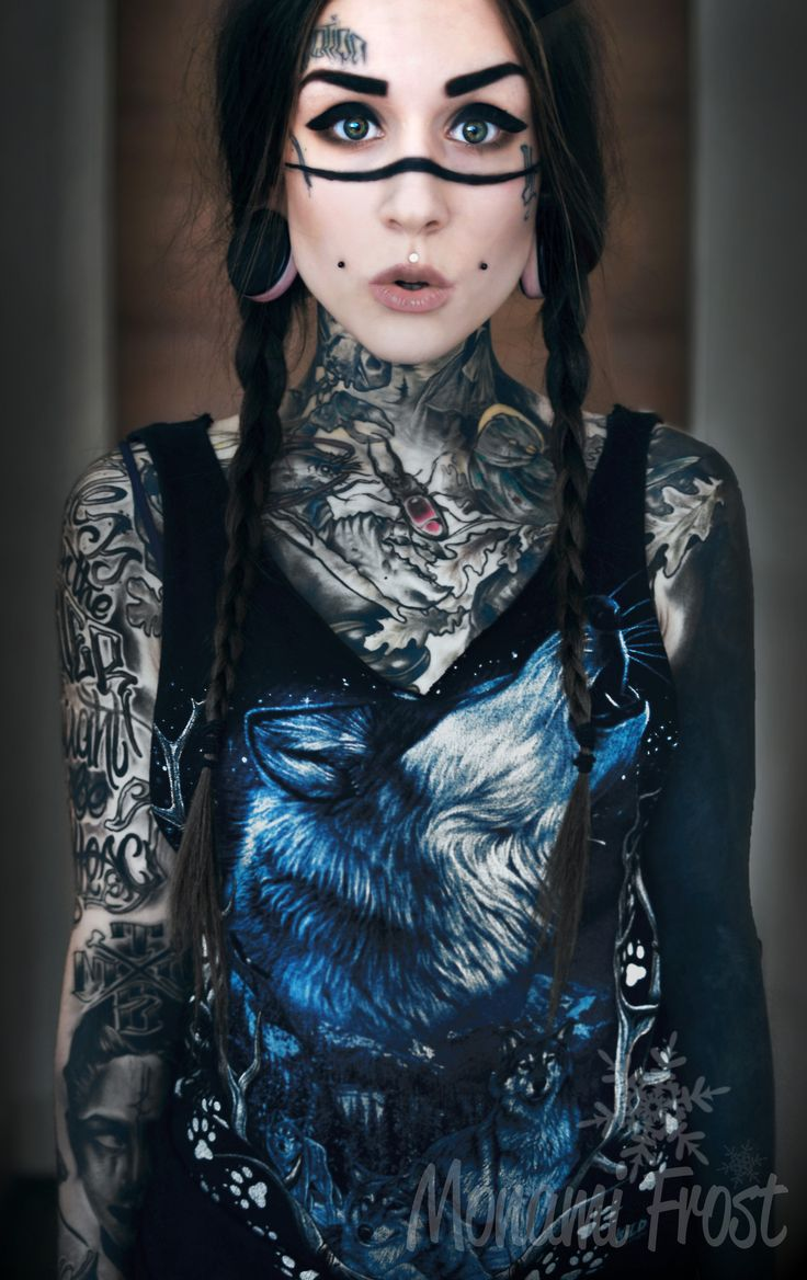I cannot get over how tatted she is. It's hella wicked and I love it! Wish i could do this.