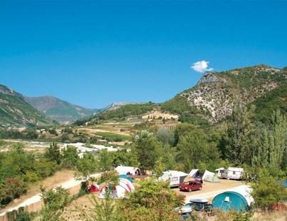 Camping Les Ramières, Drome. Kleine camping met zwembad en springkussen