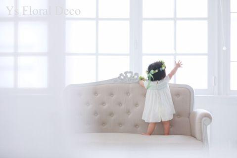 以前ブーケをお作りさせていただいた元新婦さま新郎さまより、お嬢さんの1歳のお誕生日の写真撮影用のお花をご依頼いただきました(^^) この愛らしい可憐なお嬢...